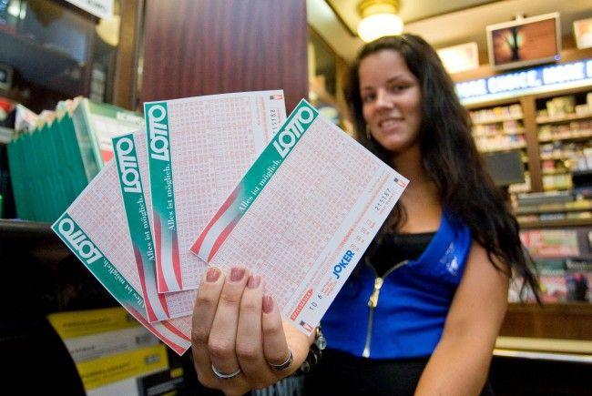 Zwei Vorarlberger dürfen sich über Lotto-Gewinn freuen.