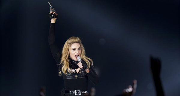 Madonna ist on Tour - und bringt eine umfangreiche Gefolgschaft mit.