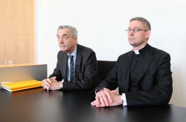 Klosteranwalt Bertram Grass und Abt Anselm van der Linde, der Ende April 2012 vor dem Richter aussagte.