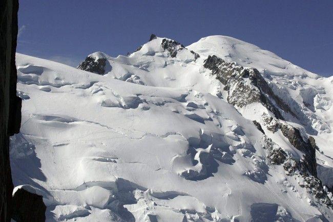 Zwei Bergsteiger sind kurz vor dem Gipfel erfroren.