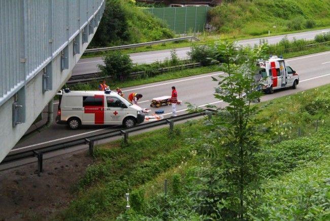 Vermutlich alkoholisierter Dornbirner nach Sturz von Brücke auf Rheintalautobahn schwer verletzt.