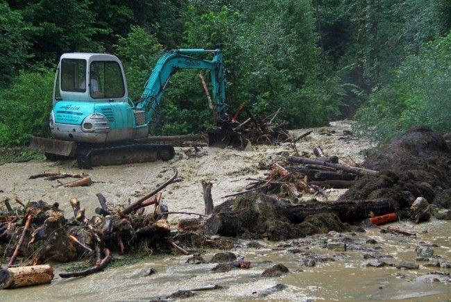 Die Aufräumarbeiten nach den schweren Unwettern laufen noch immer auf Hochtouren.