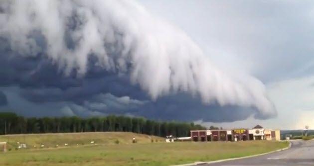 Ein gewaltiger Sturm zieht auf.