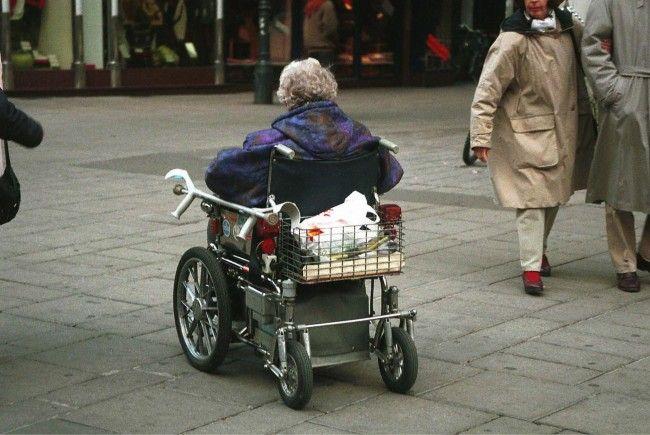 Die 84-jährige Frau wurde unbestimmten Grades verletzt.