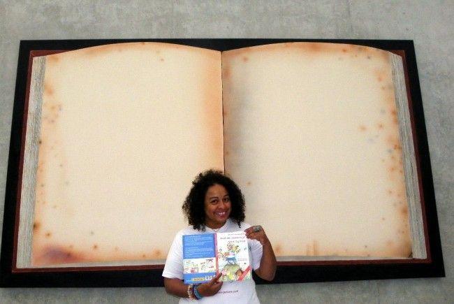 Ob groß oder klein - Bücher faszinieren die Menschen  immer wieder
