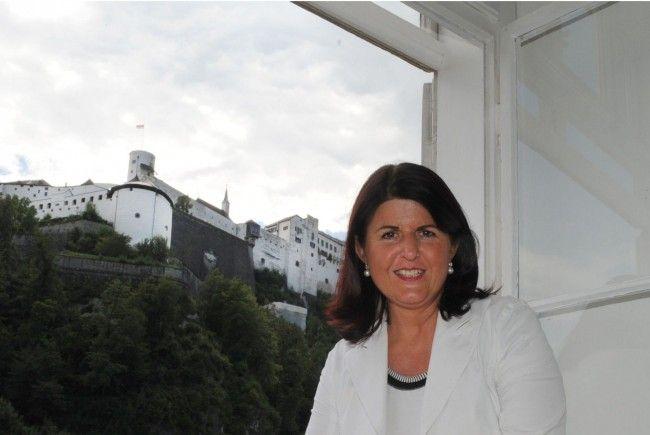 Salzburgs Landeshauptfrau Gabi Burgstaller wird heftig für ihren Vorschlag, die Studiengebühren wieder einzuführen, kritisiert.
