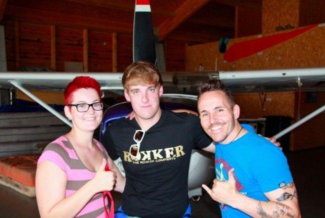 Clelia, Gabriel und Mathias zählen zu den stolzen Absolventen des Fallschirmspringen-Grundkurses