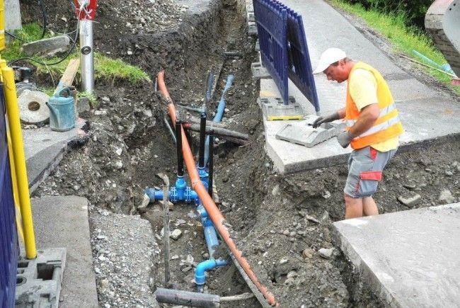 Noch bis Mitte August dauern die Leitungsbauarbeiten an der Liechtensteinerstraße in Tisis