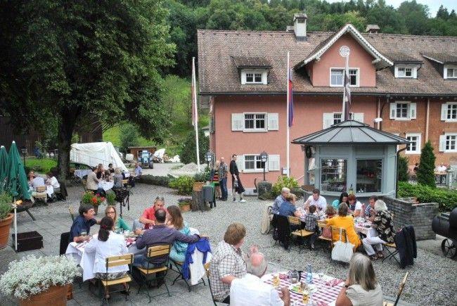 """Dutzende Gäste waren nach St. Corneli gekommen um miteinander die """"Jazz night @ flying dinner"""" zu genießen"""