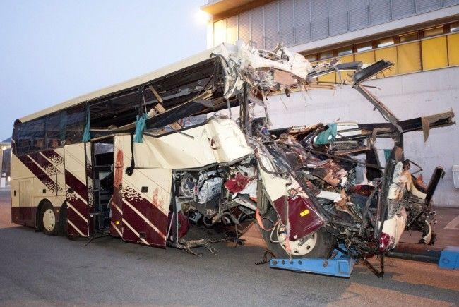 Bei dem Unfall wurden 22 Kinder und sechs Erwachsene getötet.