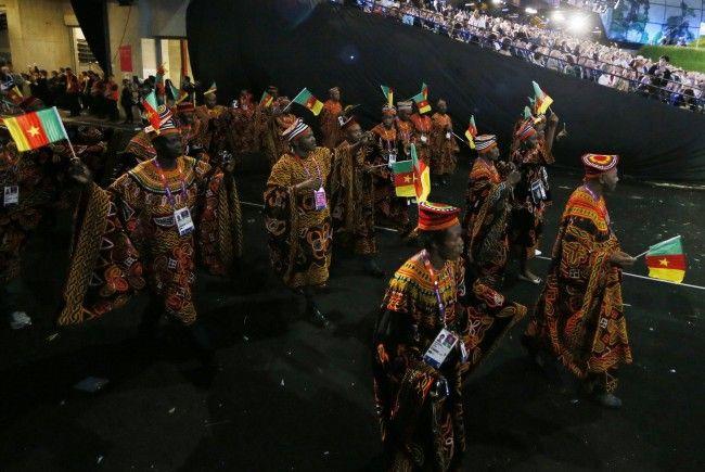 Noch vollzählig: Die Sportler aus dem Kamerun bei der Eröffnungszeremonie.