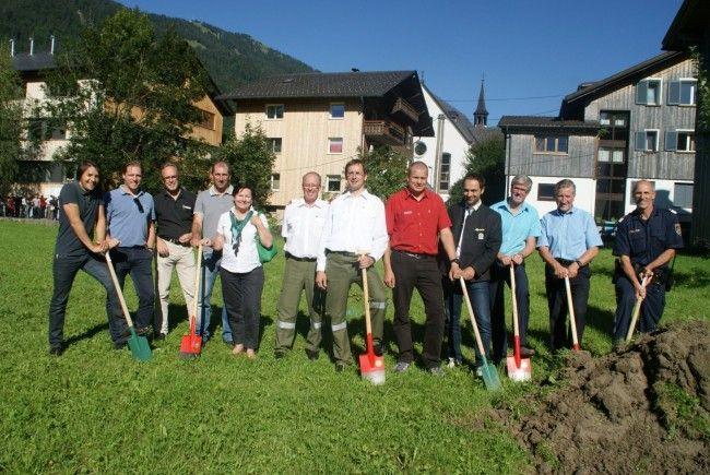 Spatenstich für ein Gemeinschaftshaus der Feuerwehr, Bergrettung und Polizei