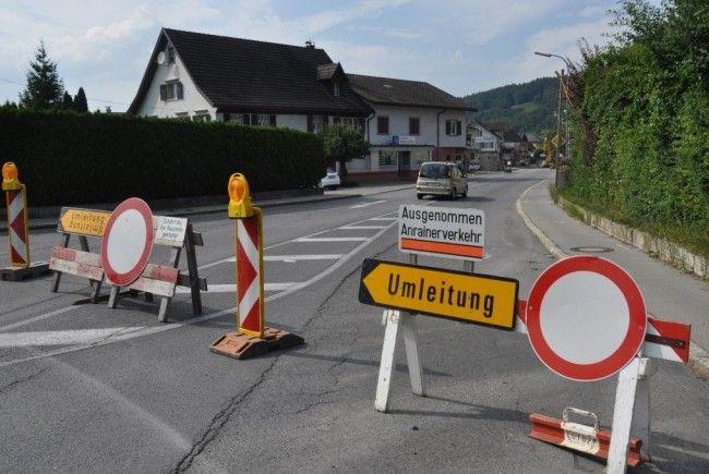 Die Walgaustrasse in KLaus ist im Bereich Vorstadt gesperrt.