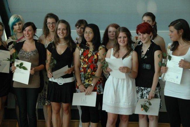 Jedes Jahr schließen an die 100 Vorarlberger Jugendliche ihr soziales Jahr mit Zeugnis ab.