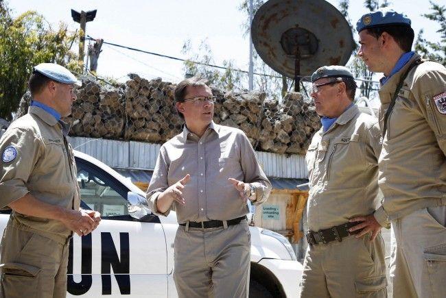 Verteidigungsminister Darabos bei seinem Besuch auf den Golan-Höhen im Mai 2011.