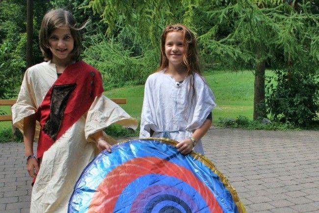 Originelle Römerinnen - alles selbst genäht und ausstaffiert.