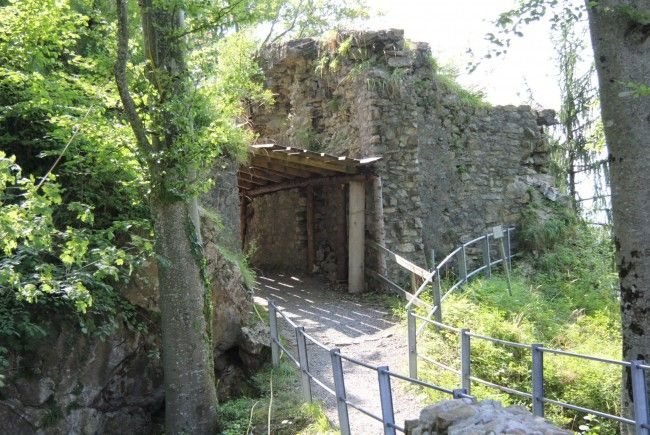 Burgruine Alt-Ems: Restaurierungsarbeiten laufen