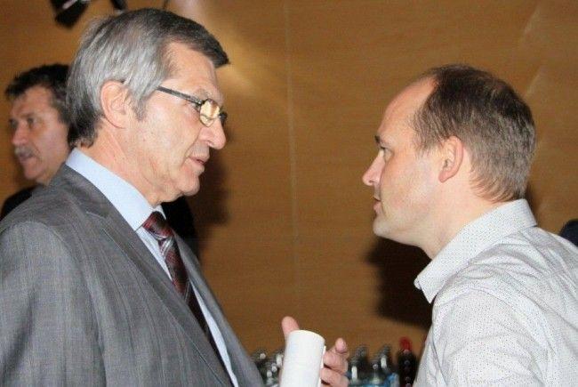OK-Mitverantwortlicher Thomas Kofler mit Sport Landesrat Sigi Stemer im Smalltalk.