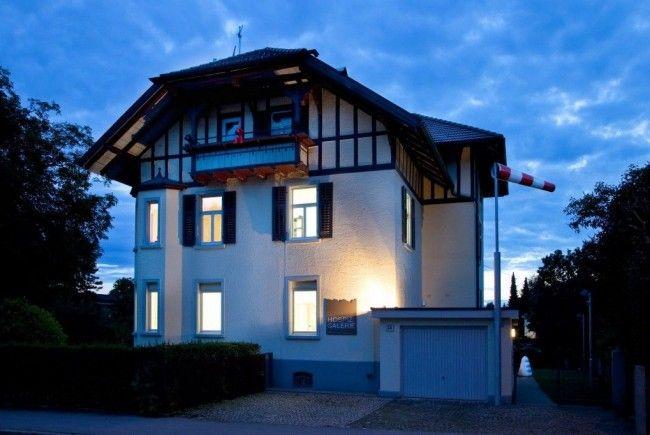 Vom 10. September bis 5. Oktober präsentiert die Hospiz Galerie Bregenz I Kunstvilla zwölf junge Künstler, die in der Wintersaison 2011/12 als Artists in Residence im Arlberg Hospiz Hotel in St. Christoph tätig waren.