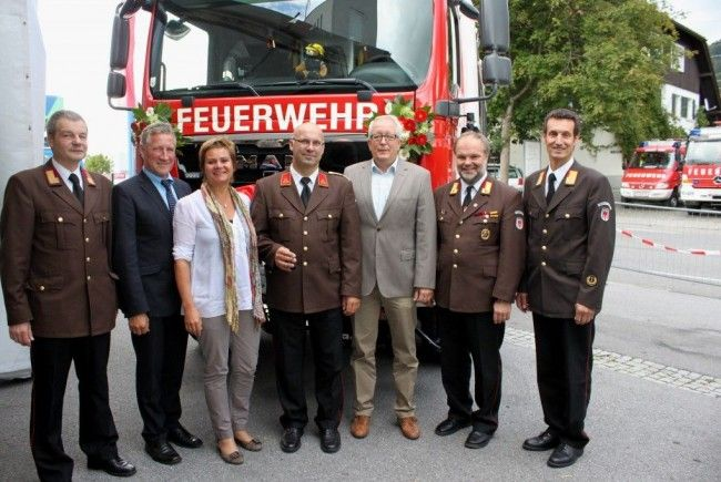 """Festliche Übergabe des neuen """"Rüstlöschfahrzeuges Tunnel 2000/400"""" an die Feuerwehr Lochau."""