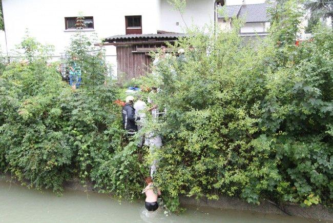 Mann (80) stürzte bei Gartenarbeiten in Bach.