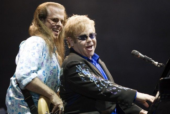 "Elton John über Tod Birchs ""erschüttert""."