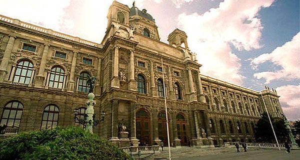 Der Museumsführer des Kunsthistorischen Museums begleitet den Zuseher auf einem Spaziergang durch Wien.