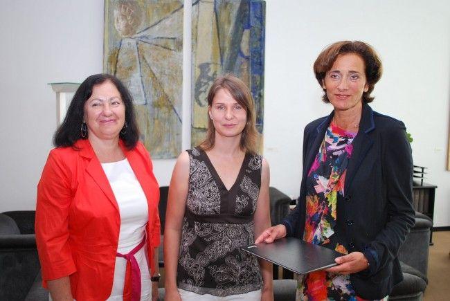 (v.l.n.r.) SPÖ-Landesfrauenvorsitzender Olga Pircher, Initiatorin Christine Fetzel und Landtagspräsidentin Dr. Bernadette Mennel.
