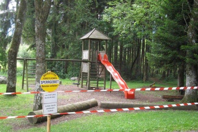 """""""Betreten verboten"""" heißt es derzeit auf dem Spielplatz Hofen."""