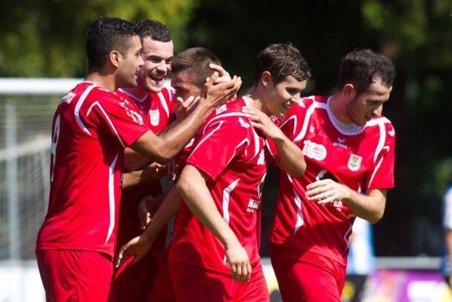FC Dornbirn Express kommt wieder in Schwung: Klarer 4:0-Derbyerfolg der Rothosen in Hard.