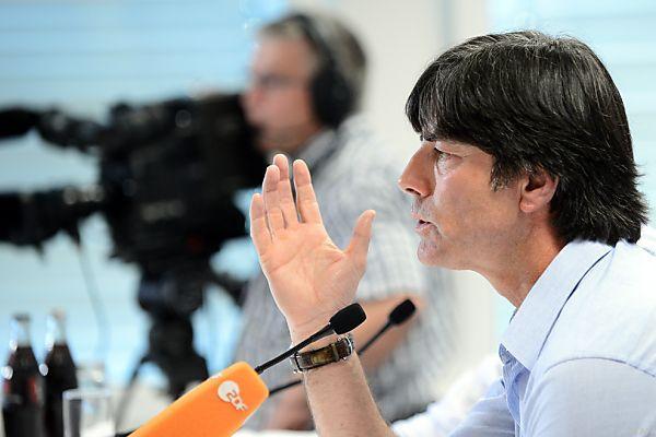 Joachim Löw bei der DFB-Pressekonferenz in Wien