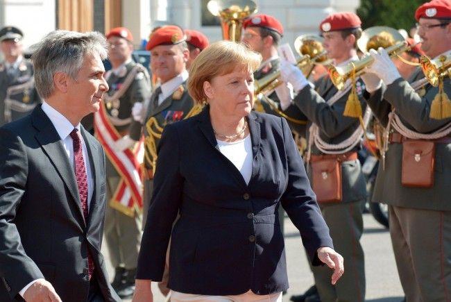Kanzlerin Angela Merkel wurde von Werner Faymann in Wien begrüßt.
