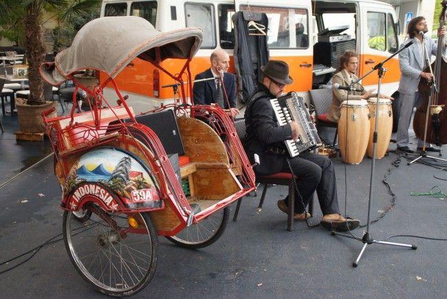 """Die Band """"Alldra"""" und ein lustiges Vehikel sorgten für gute Stimmung!"""