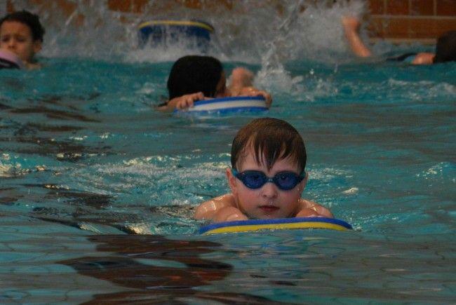 Interesse an den 4 Schwimmarten? Jeden Montag im Hallenbad Bregenz
