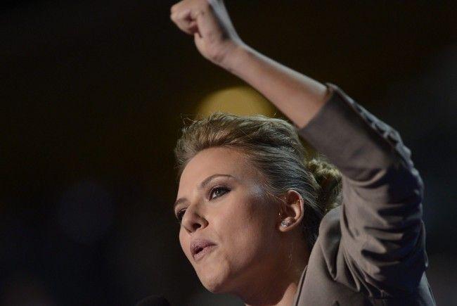 Scarlett Johansson heizt am Parteitag der Demokraten in Charlotte kräftig ein.