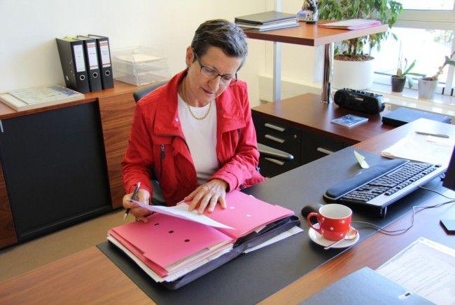 Landesrätin Greti Schmid bei der Arbeit