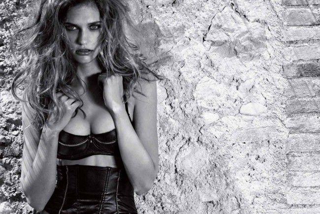 Intimissimi bringt eine verführerische Leder-Kollektion auf den Markt.