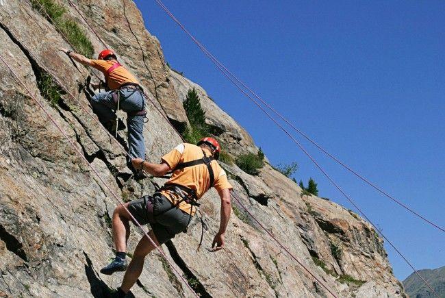 Die beiden jungen Männer waren im Klettergarten unterwegs (Symbolbild).