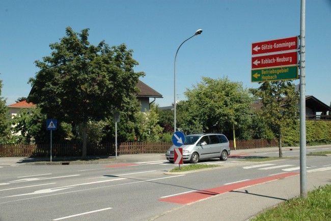 Bei der Kreuzung der Lastenstraße mit der Kommingerstraße fordert Kurt Mayer eine Fußgängerampel.