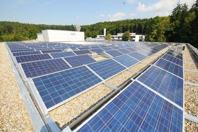 Fotovoltaikanlage auf dem Dach des LKH Rankweil