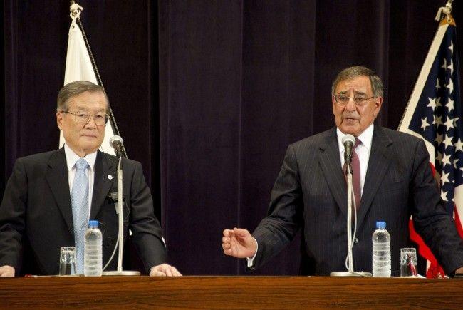 US-Verteidigungsminister Panetta (r.) befindet sich derzeit auf Besuch in Japan.