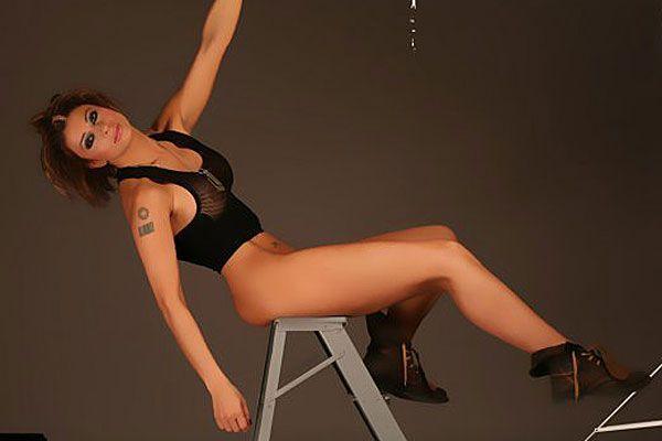 Die Vereinspräsidentin arbeitet auch als sexy Model, unter anderem für Playboy.