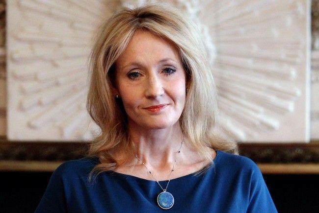 J.K. Rowling: Erste unter den Bestseller-Autoren die eine Milliarde Dollar verdiente.