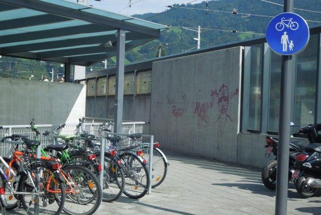 Verunreinigungen und verschmierte Wände am Banhofsgelände sind nur einige Ursachen, die Passanten als sehr unangenehm empfinden.