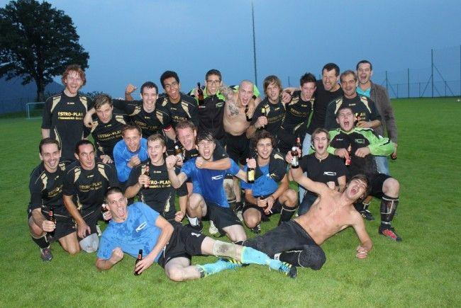 Mehr als würdige Hobbyliga-Meister 2012: Die Top-Kicker vom FC Fraxern. Gratulation!