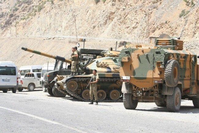 Türkisches Militär rückt vor - laut Behörden fast 80 Tote innerhalb weniger Tage.