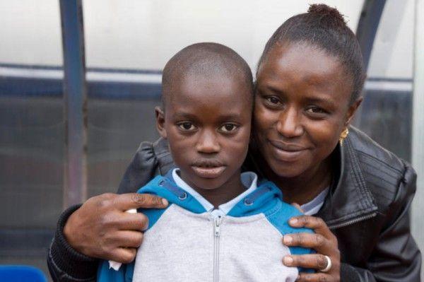Fatoumata Jallow und ihr Sohn Ansumana haben große Solidarität erfahren. Jetzt hoffen sie auf eine positive Entscheidung der Behörden.