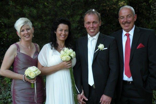 Das Brautpaar mit den Trauzeugen bei der Feier auf dem Gebhardsberg in Bregenz