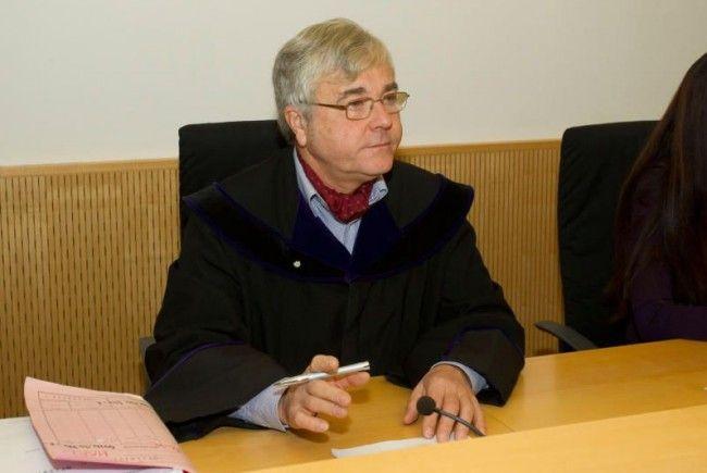 Verlängerter Haftaufenthalt: Häftling bedrohte Aufseher