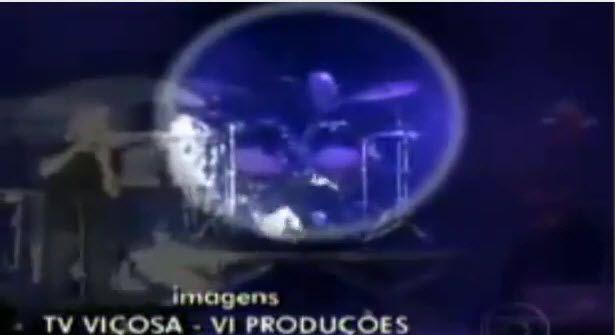 Der Schlagzeuger erlitt auf der Bühne einen Herzinfarkt
